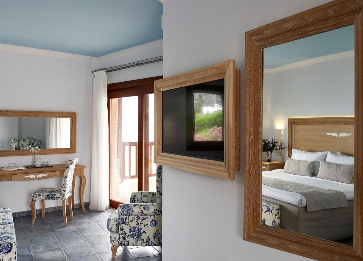 family_room_2_bedroom_garden_view