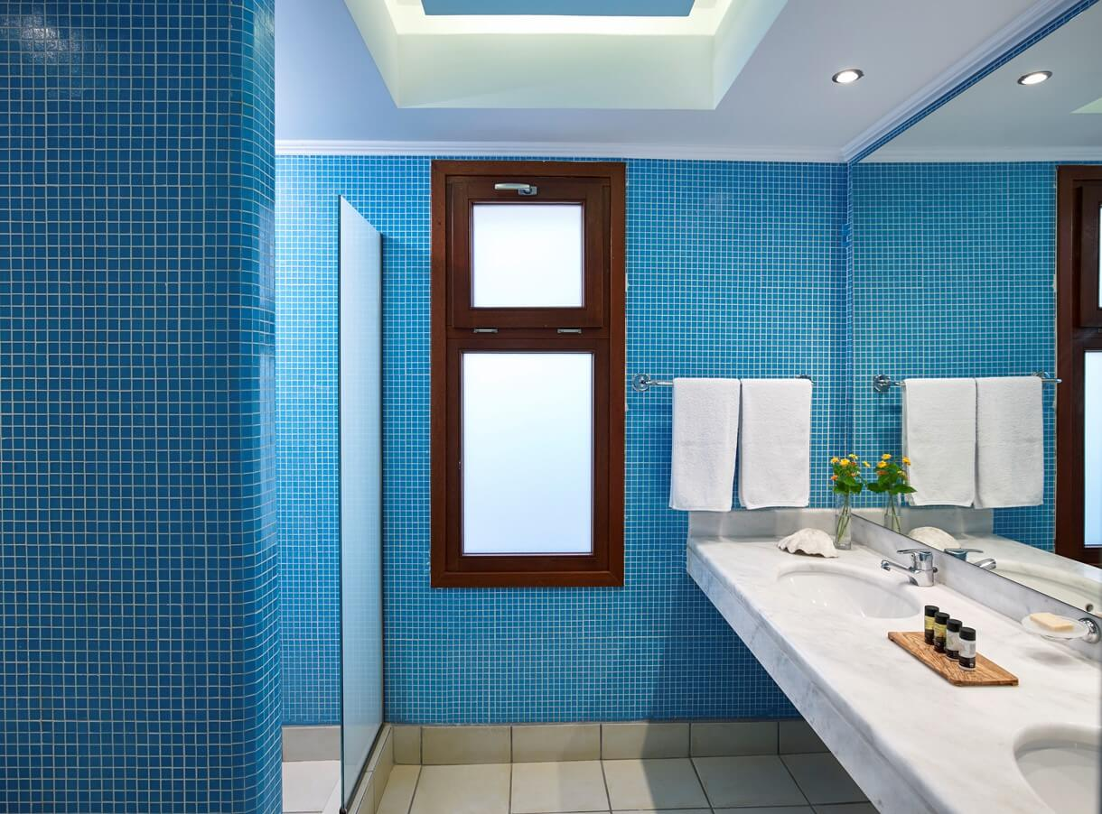 family_room_sea_view_bathroom2