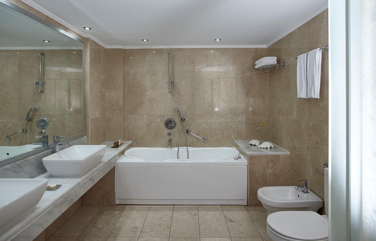suite_bathroom
