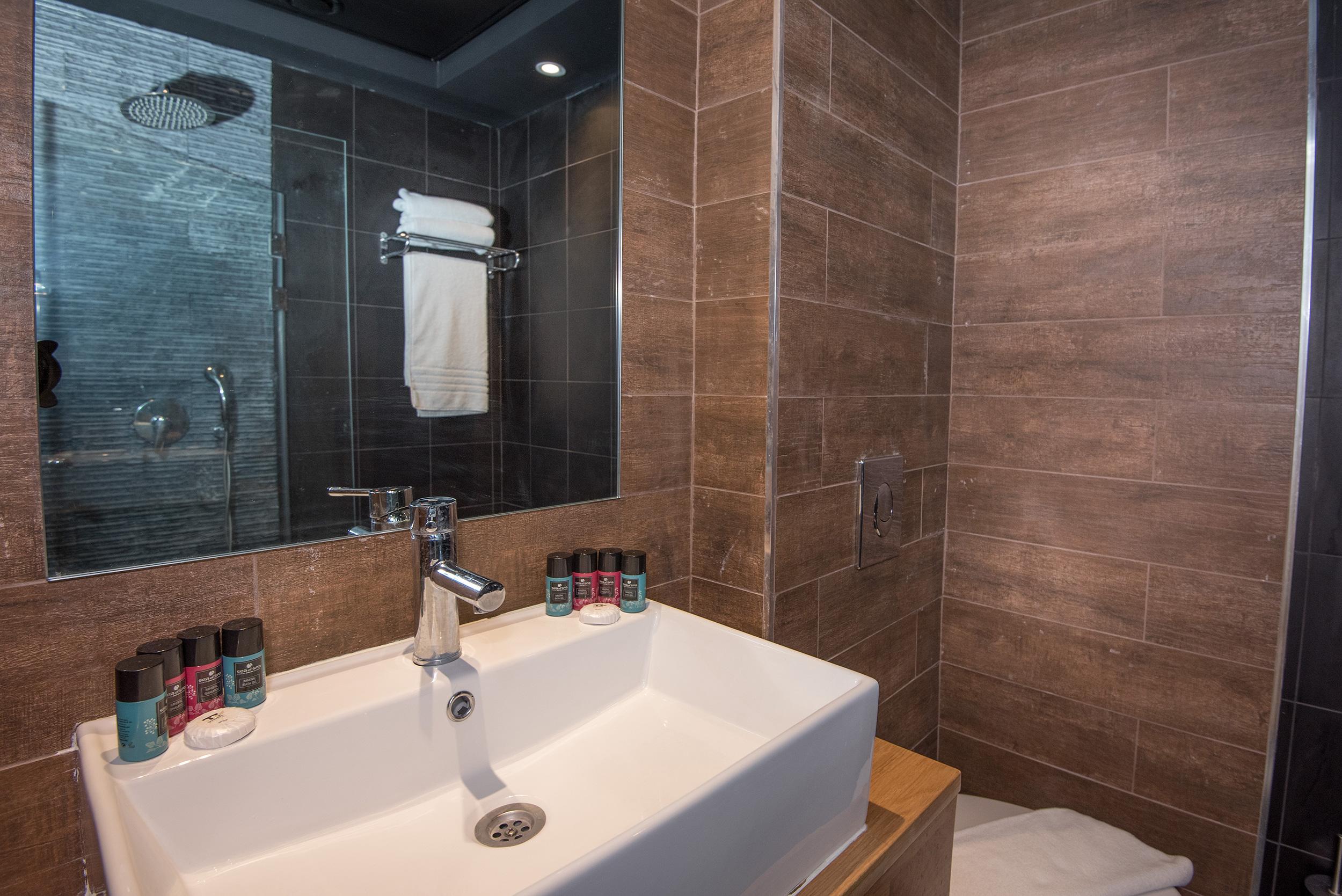חדר קלאסיק מקלחת 2